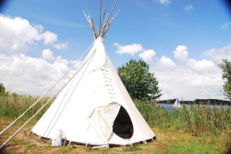 Weer eens wat anders dan kamperen op een camping: overnachten in een tipi