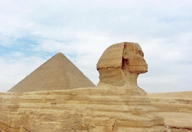 pyramid-2179553_960_720.jpg